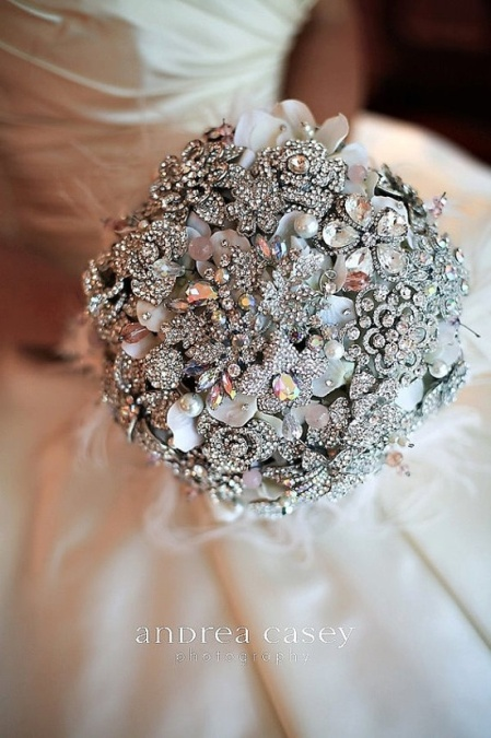 01 Brooch Bouquet